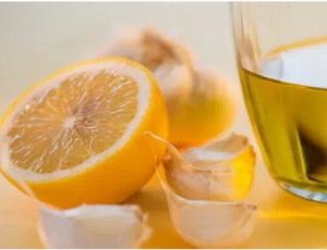 Целебный соус с лимоном и чесноком